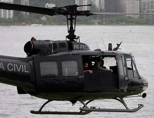 【逃走中】警察のヘリコプターから逃げる泥棒の高速ボートが映画の撮影中にしか見えなかった件w ※衝撃映像