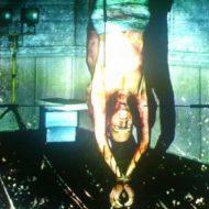 【処刑映像】全裸で逆さ吊り→チンコチョキー→斬首ギコー→血抜きetc 殺人映像でここまでヤバい奴見たことある? ※グロ動画