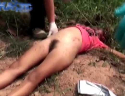 【レイプ殺人】道端で死んでる少女さん 警察官「取りあえず脱がすかw」ブラ剥ぎーパンツ剥ぎーでしっかりガン見www ※エログロ動画