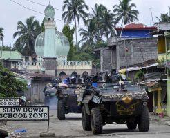 【イスラム国】フィリピンisisさん達が民間人盾に戦争してるんやがw そろそろ弾薬尽きて滅ぼされそうwww ※衝撃映像