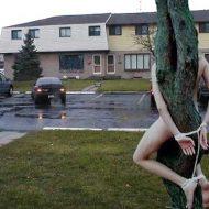 【エロ拷問】野外で全裸拘束されて興奮しまくる女の子達はこちら→これ完全に逮捕案件ですわwww