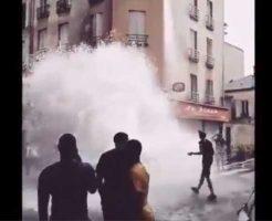 【難民問題】フランスの移民さん 気温の暑さに耐え消えず消火栓破壊しまくり町中水浸しにするハプニングwww ※衝撃映像