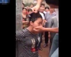 【腹ボテ】妊婦さんが電柱に縛られて旦那にボコボコにされて失神するとかキチガイ過ぎんよw ※衝撃映像