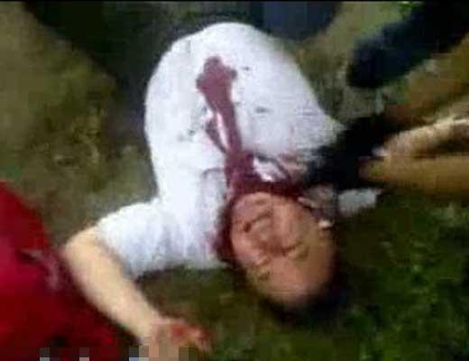 【殺人映像】一人ずつ殺していくカルテル処刑映像がマジ半端ない 順番来たら殺されるとか待ってる人ガクブルやろ・・・ ※グロ動画