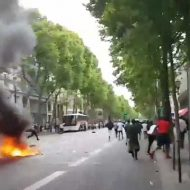 【難民問題】アフリカ移民「生きる権利を!」発煙筒ぽーい→パリの現状が無法地帯になってもうてんやがw ※衝撃映像