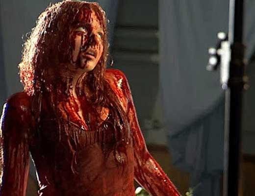 【女 グロ】今から血まみれで虫の息の女の子を死ぬまで観察しようとしてるけど何か質問ある? ※グロ動画