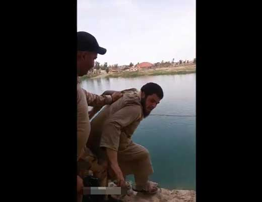 【処刑映像】イラク兵士さんの倍返し 今までうっぷん晴らすべく捕虜にしたisis兵を崖から突き落とし銃殺するマジキチ現場がコレ ※グロ動画