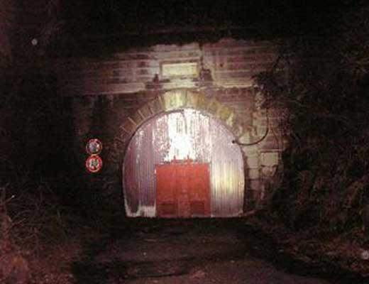 女鬼トンネル風景写真