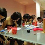 【性教育】ここでロシアの高校で実際に行われたフェラテオ講習中のJK達をご覧くださいwww ※おもしろ画像