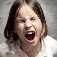 【衝撃】移民「生きる権利を!移民排斥反対!!お、子供発見!シュババババ(近寄ってくる音)」 → 股間ワシズカミーwww