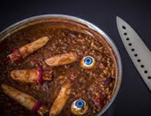 【閲覧注意】食べて供養!みんなで仲良く人間の死体を解体して死肉を食べる、食人の宴