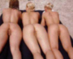 【ロリ少女】発育途中の美少女さん「ヌーディストビーチなうw」→全裸でパシャw ※エロ画像