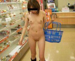 【全裸女子】いくら外熱いからって露出してコンビニで買い物してる女の子とか一理無いw ※無修正エロ動画