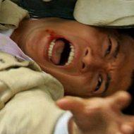 【殺人映像】兵士「君今から殺すけど死ぬ前にボコちゃうけど大丈夫?いいよね?いいよね?」頭踏みつけ銃殺ドーン  ※グロ動画
