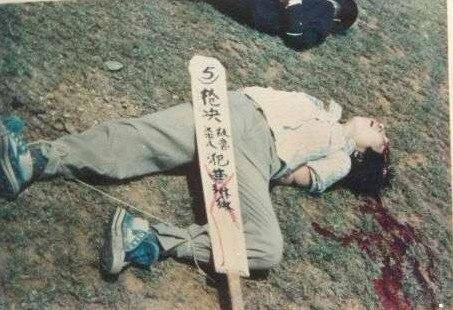 【女 死体】こんな女の子でもヘッドショットで頭を打ち抜かれ死刑にされた現場がコレw ※グロ画像