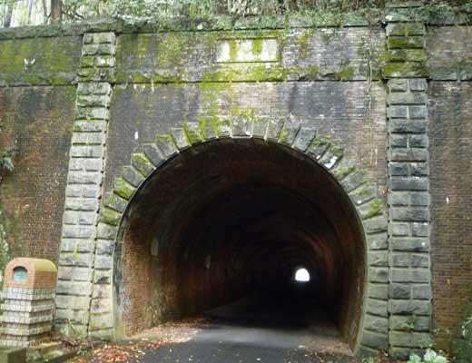 旧佐敷トンネル風景写真