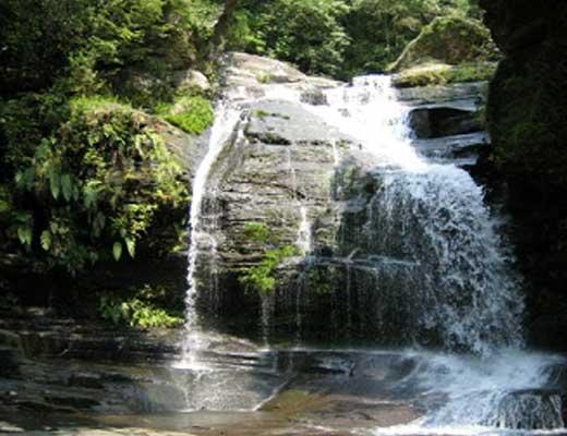つがね落しの滝風景写真