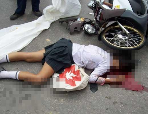【少女 事故】日本のJKが目の前で車に跳ねられたんやが・・・ これって大丈夫なんか???※衝撃映像