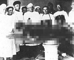 【グロ画像】旧ソ連軍が回収したヒトラーの死体、黒焦げ…