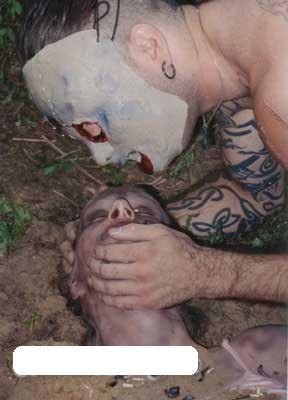 【死姦】森の中で女の子死体使って性欲満たしてる男が個人撮影した写真が怖すぎワロタwww ※グロ画像