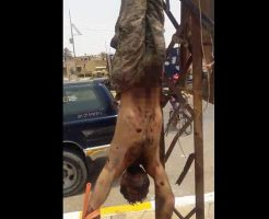 【グロ動画】街中にこんな見せしめ死体逆さ吊りされてるとかシリアってホント何それ怖いわw ※閲覧注意