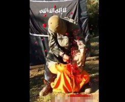 【イスラム国】isis三分クッキングで料理された男性の調理中に血しぶきをカメラさんにぶっかける瞬間www ※グロ動画