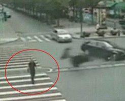 【衝撃映像】まさに人間ビリヤードって感じの事故動画見つけたけど見てく???