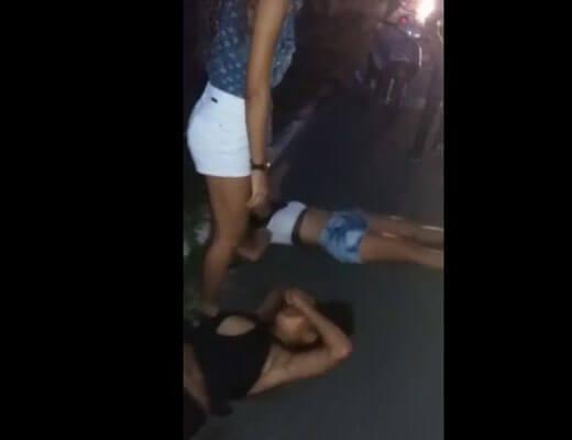 【グロ動画】客寄せ中の風俗嬢さんグループ 車にファックされて無事死亡www ※女 死体