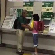 【衝撃映像】千葉県のとある駅で撮影されたJS少女と老人の殴り合い動画が謎過ぎるwww