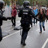 【衝撃映像】カタルーニャ独立住民投票で揺れるスペインから警察対デモ隊の衝突をご覧ください
