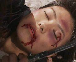 【衝撃映像】人前でブチギレニキが女の子を死ぬまでボコボコにしてて怖すぎるんやが・・・