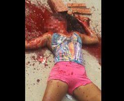 【グロ動画】薄着の女の子の顔をレンガで入念に破壊してぶち殺してみたinブラジル☆ ※閲覧注意