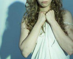 【グロ画像】まだ誰のものでもなかった純白の下着を見つけた女の子がレイプされて殺されてるやが・・・ ※エログロ