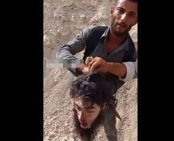 【グロ動画】イラク兵「isis兵とか生ごみ以下でしょw」 落ちてた死体の首ちょんぱしてウェーイしてるんやがwww ※斬首映像