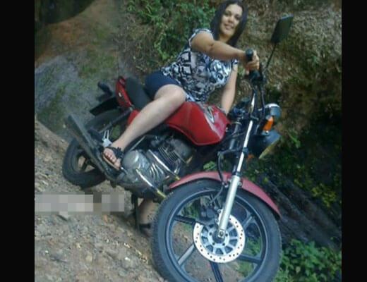 【グロ動画】バイク買ってウキウキなマンさん 早速事故で生首コロコロさせて無事死亡www ※女 死体