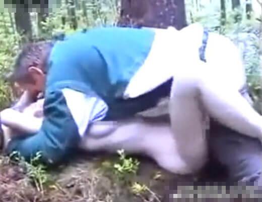 【本物レイプ】巨乳少女さんを捕まえた強姦魔おじさん 森の中でバッチバッチに種付けプレスしてるんやが・・・ ※無修正エロ動画