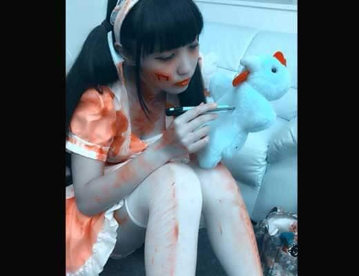 【グロ画像】メンヘラ女子さん とうとうおっぱいを切り刻んで自撮りする・・・