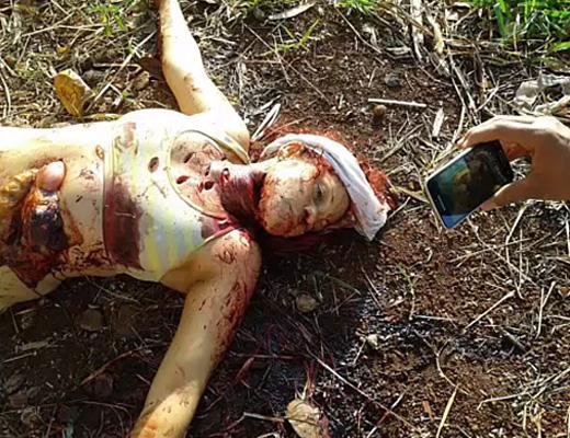 【閲覧注意】海外のガチレイプ殺人現場…ナイフでめった刺しにされ腹まで切り裂かれる