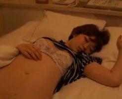 【昏睡レイプ】飲み屋で出会った美人JDさんをベロベロに酔わせてホテルに連れ込んだったw あとはわかるよな? ※無修正エロ動画