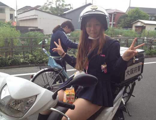 【悲報】大阪府警やらかすw 超ビッチギャルJKさんにバイクを奪われ好き放題やられとるwww