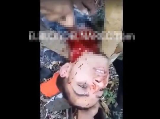 【【グロ動画】メキシコ麻薬カルテルによる斬首処刑映像 喉元をかき切られている音が生々しすぎる・・・ ※殺人