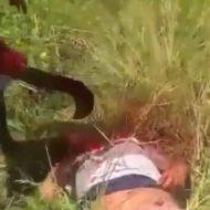 【グロ動画】カルテル「えっー死体ってそのまま捨てたらダメなんですか???」→鎌シャキーン ぶち殺した人間を小さく解体していく様子が割とめんどくさそうw