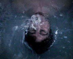 【グロ画像】メンヘラのFacebook「8時間後に死にます。私のことずっと覚えていてね。」→リアルガチで首吊り自殺しとったwww ※美女 死体