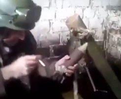 【衝撃映像】戦場のストレスで頭がおかしくなった兵士が迫撃砲を使って自殺するまでの記録・・・