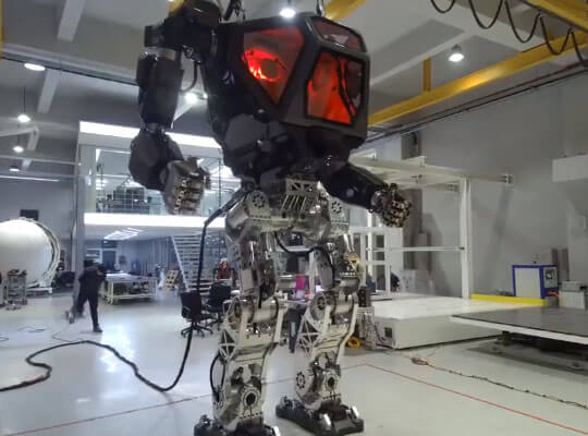 【最新兵器】あの韓国が遂に軍事用ロボット制作に成功した模様 これで北朝鮮と戦争する気かおいwww