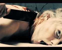 【グロ動画】若い女の子二人の頭を鈍器で殴り気絶したところで首をかき切っていくメキシコ麻薬カルテルの処刑映像・・・ ※殺人