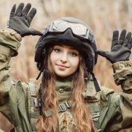 【衝撃映像】アメリカ軍女性兵士の訓練映像がコレ・・・