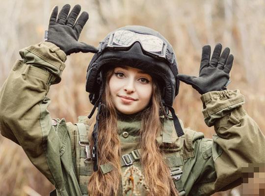 【【衝撃映像】アメリカ軍女性兵士の訓練映像がコレ・・・