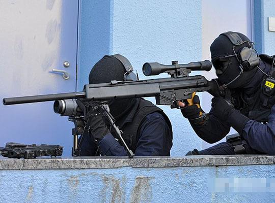 【衝撃】警察の狙撃による人質救出映像 コレ日本ではマネできないだろうな・・・