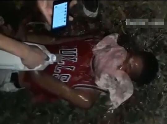 【グロ動画】拘束した男性を血まみれになるまで暴行しガソリンをかけて・・・ あとはわかるな? ※処刑映像